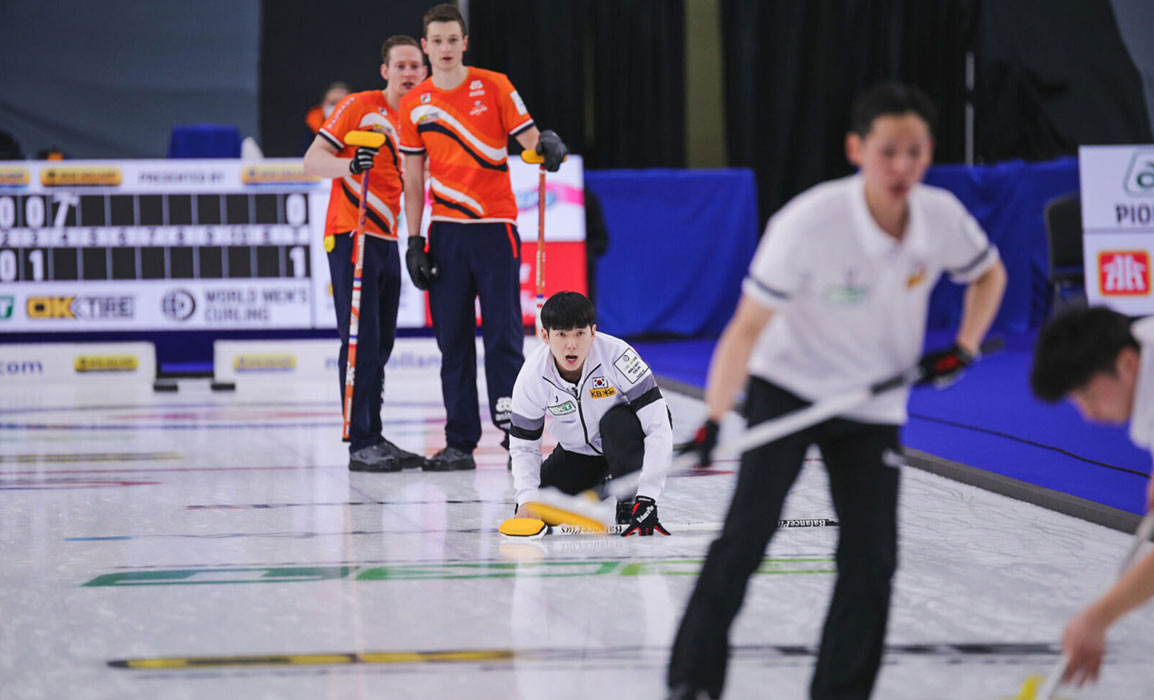 Dutch Curling team wearing design from eenhoopjob